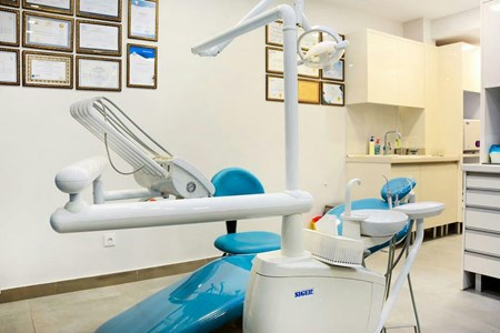 دکتر مریم فرهنگ جو جراح و دندانپزشک